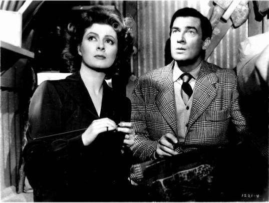 Greer Garson and Walter Pidgeon in MRS. MINIVER