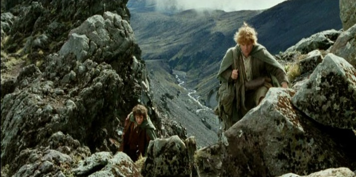 In this shot Ruepehu doubles for the Emyn Muil, but the same section is used later for Mount Doom